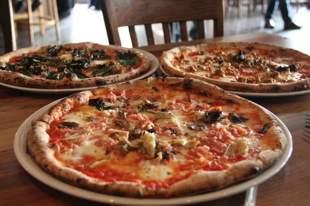 Как итальянцы едят пиццу