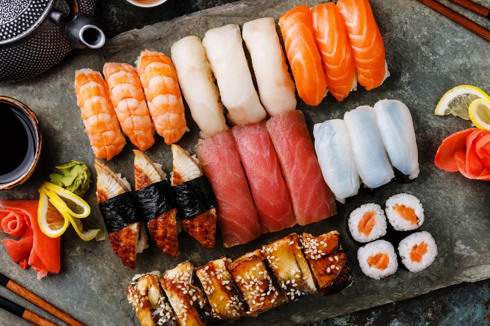 Разнообразные виды суши для ценителей японской кухни
